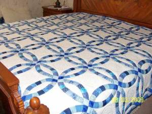 Traditional Wedding Ring Quilt.
